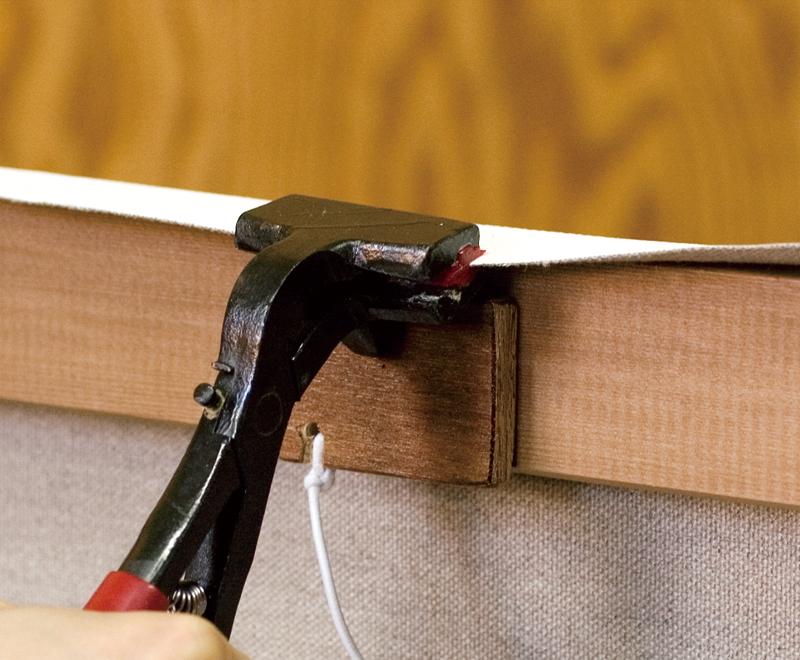 当て板をしてキャンバス張り器を使うと跡がつきません