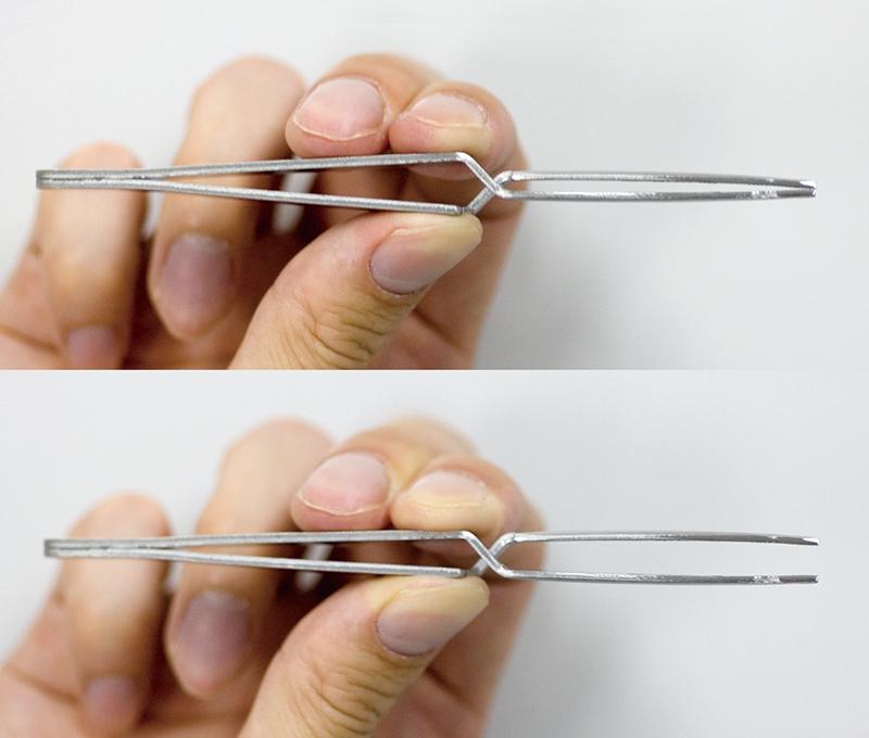 逆動作型ピンセット (通常時は閉じていて、つかむと先端が開きます)