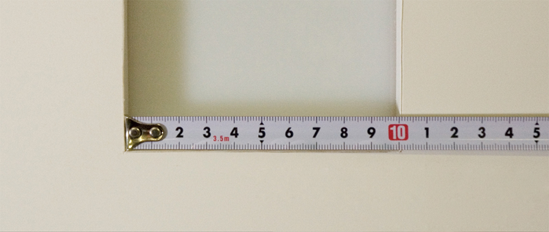 内法(うちのり)を測る (押しつけて測る)
