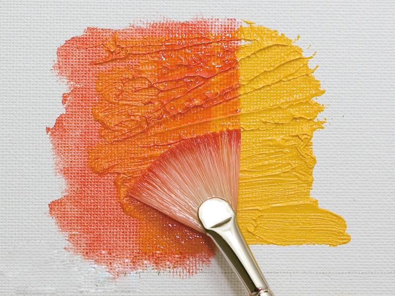 薄く溶いた絵具を塗る(平筆・扇型型)