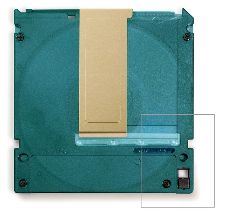 裏面のプロテクトノッチをスライドさせることで 誤消去・上書きを防止できます。