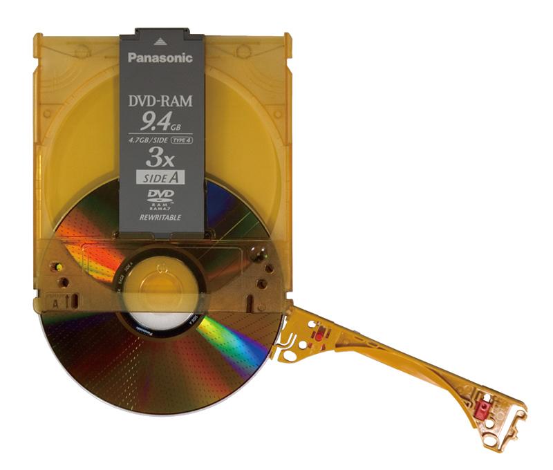 カートリッジを開放してディスクを取り出せば、通常の駆動装置で利用することも可能です。