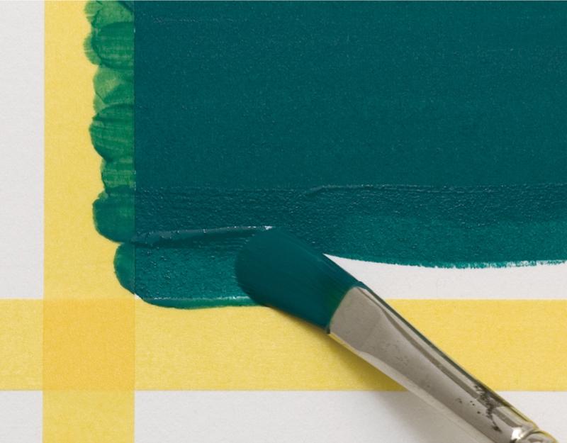 手順1:塗り残しのないよう、テープのかぶるように塗っていきます。