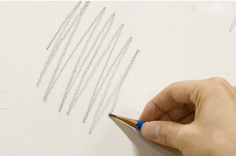 鉛筆を寝かせて線を引く